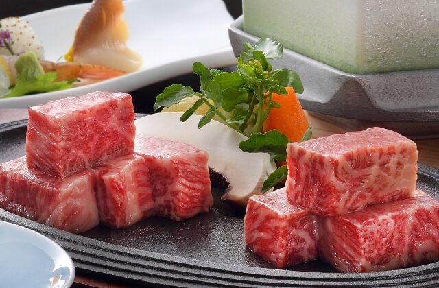 『山形牛』&『米沢牛』ステーキの食べ比べ♪