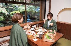 ご夕食は個室会食処にて和会席膳をお召し上がりください。