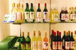 山形各地のワイナリーのワインを揃えております。