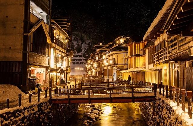【銀山温泉Twilight Trip付き】天童から銀山温泉へショートタイムスリップ♪