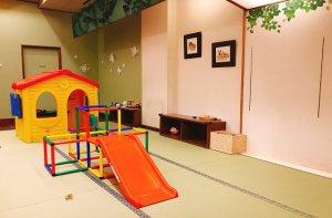 小さなお子様も安心して遊ばせられる畳エリアも作りました!