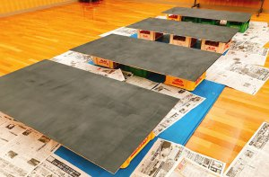 自由に絵をかいたりメッセージが書けるように黒板作り♪