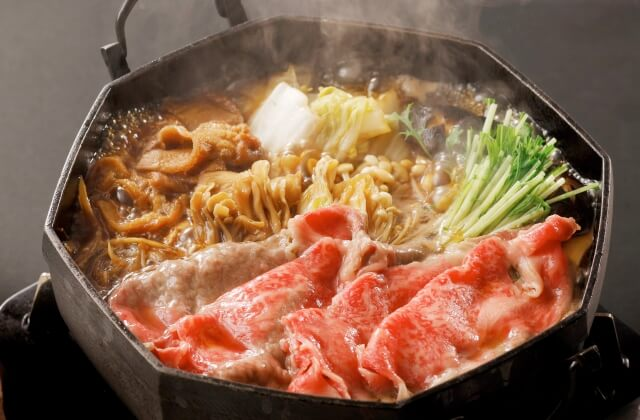 【ふわっと香る和の甘み】霜降りとろける山形牛のすき焼きを個室会食処「蔵膳」で味わう