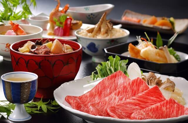 秋・県民熱愛の芋煮付きすき焼き会席